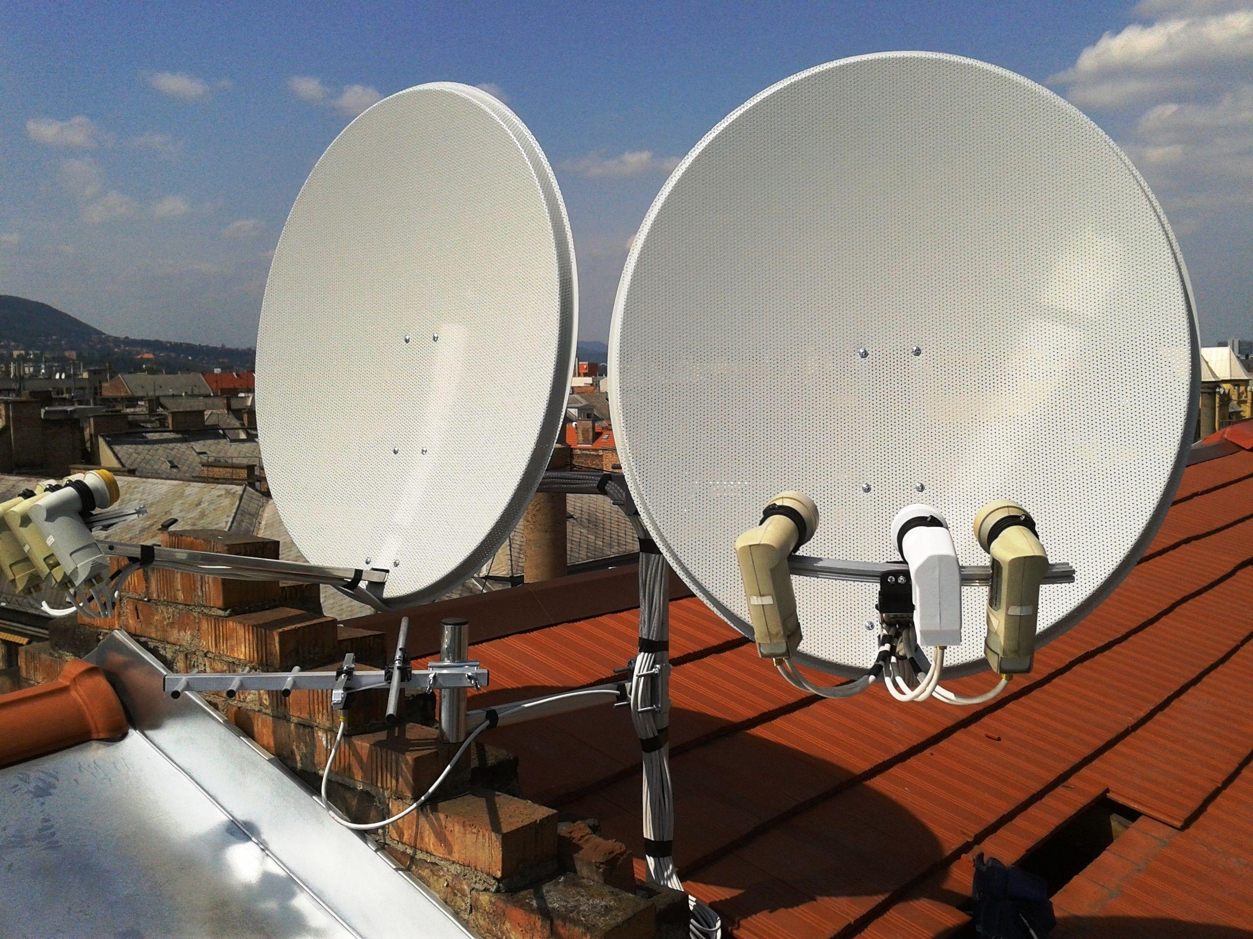 Fix két vagy három fejes parabola antenna.